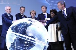 CeBIT 2010 (2. bis 6. März)  (l-r) Der Präsident des BITKOM, Prof. Dr. August-Wilhelm Scheer, der spanische Ministerpräsident S.E. José Luis Rodríguez Zapatero, die Bundeskanzlerin der Bundesrepublik Deutschland Dr. Angela Merkel,  der Co-CEO der SAP AG,
